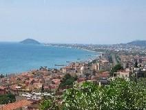 veduta panorama di ponente con isola Gallinara